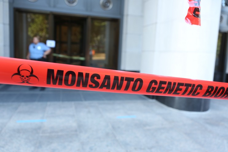 1R2A3656 e1347911301639 INCIDENT REPORT: Photos & Video of GCU Field Agents at Monsantos Washington, DC Office youtube Washington Protest gmo Genetic Crime Scene GCU Demonstration DC Boycott