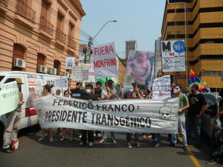 occupy monsanto paraguay12 INCIDENT REPORT: Photos & Videos from GCU Field Agents in Asuncion, Paraguay protestas Protest policía Paraguay Pantheon of the Heroes marcha Manifestación Federico Franco Demonstration cotton Corn Asuncion
