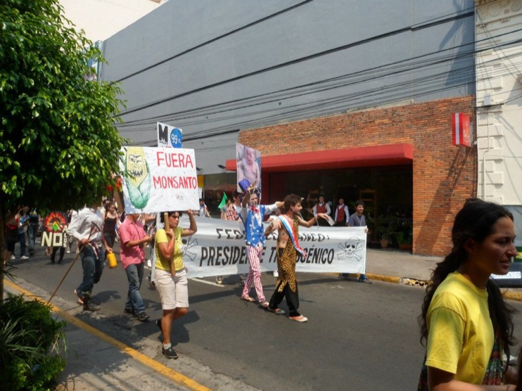 occupy monsanto paraguay6 INCIDENT REPORT: Photos & Videos from GCU Field Agents in Asuncion, Paraguay protestas Protest policía Paraguay Pantheon of the Heroes marcha Manifestación Federico Franco Demonstration cotton Corn Asuncion
