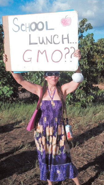 the maui news photo bruce douglass The Maui News: Rallies to show solidarity, bring awareness to GMOs The Maui News RoundUp Protest OWS Maui County Council Maui HI Hawaii State Association of Counties Hawaii GMO Free Maui gmo Elle Cochran Demonstration Chemicals Alan Takemoto