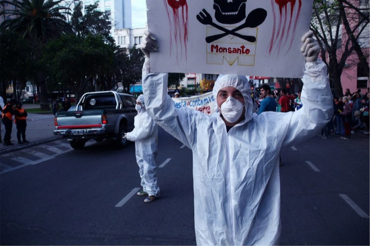 occupy monsanto bahia blanca1 INCIDENT REPORT: Photos from a Die In in Bahía Blanca, Argentina Protest Photos Monsanto Millones contra Monsanto Manifestación Die In Demonstration Buenos Aires Bahía Blanca Argentina