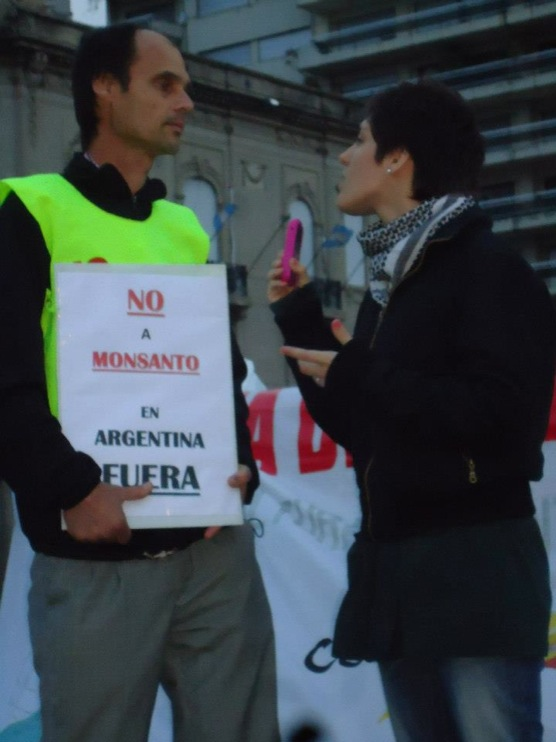 occupy monsanto rosario12 INCIDENT REPORT: Photos of GCU Field Agents in Rosario, Argentina Rosario Protest Occupy Monsanto National Flag Memorial Monumento a la Bandera Manifestación Demonstration Argentina