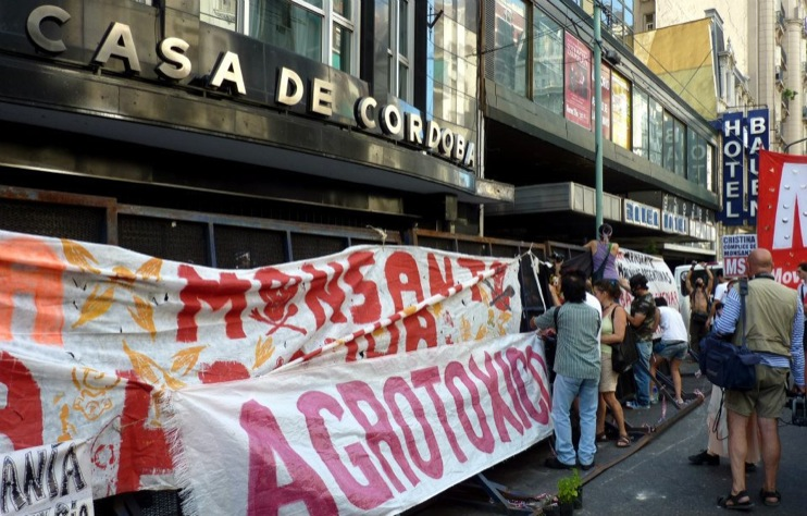 Marcha Buenos Aires13 [INCIDENT REPORT] Fotos de la Marcha en Buenos Aires Argentina street South America Protest Mundo Millones contra Monsanto Manifestacin Global Fuera Monsanto Direct Action Demonstration Cordoba Buenos Aires Argentina 