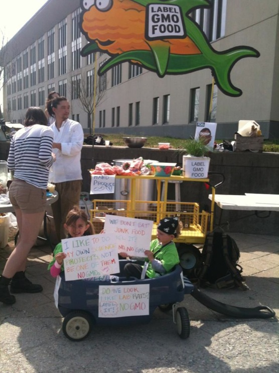 stone soup at the fda 9 Photos from the Stone Soup Eat In at the FDA stone soup Segment Protest Pot Picnic Photos Monsanto Michael Taylor MD Maryland Food and Drug Administration FDA facebook Fable eat in Demonstration College Park Center for Food Safety and Applied Nutrition America